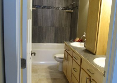 Master-Bath-with-Double-Sinks-and-Stackable-Linen