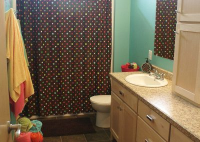 colorful-bathroom